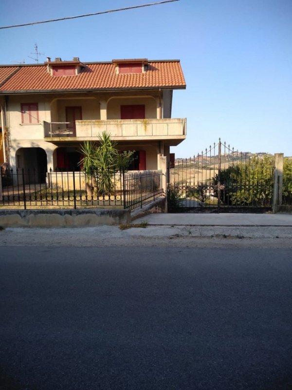 Einfamilienhaus in Castel di Lama